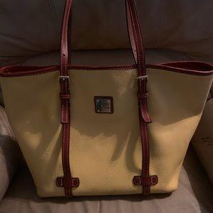 Dooney & Bourke handbag in perfect condition